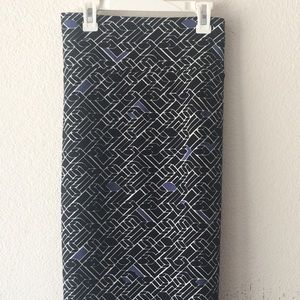 LuLaRoe Skirt Black, White & Blue Size 2XL